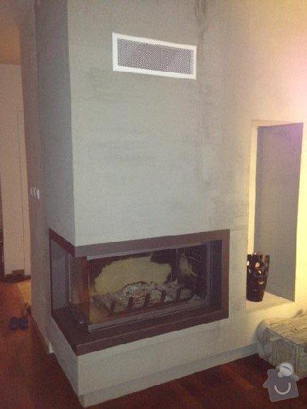 Omítka v obývacím pokoji, cca 15 m2: krb