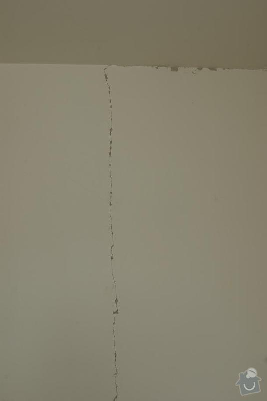 Oprava prasklé omítky + vsazení futra: pokoj1