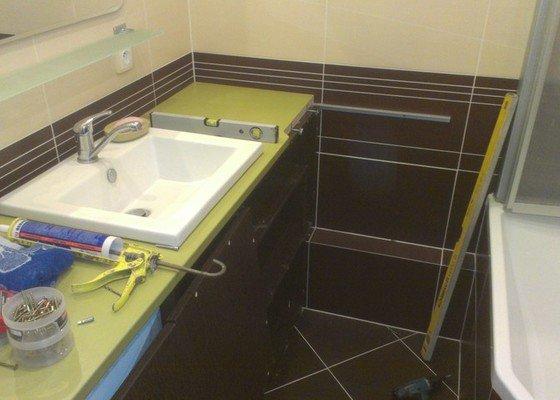 Sestavení a obsilikonování skříněk v koupelně