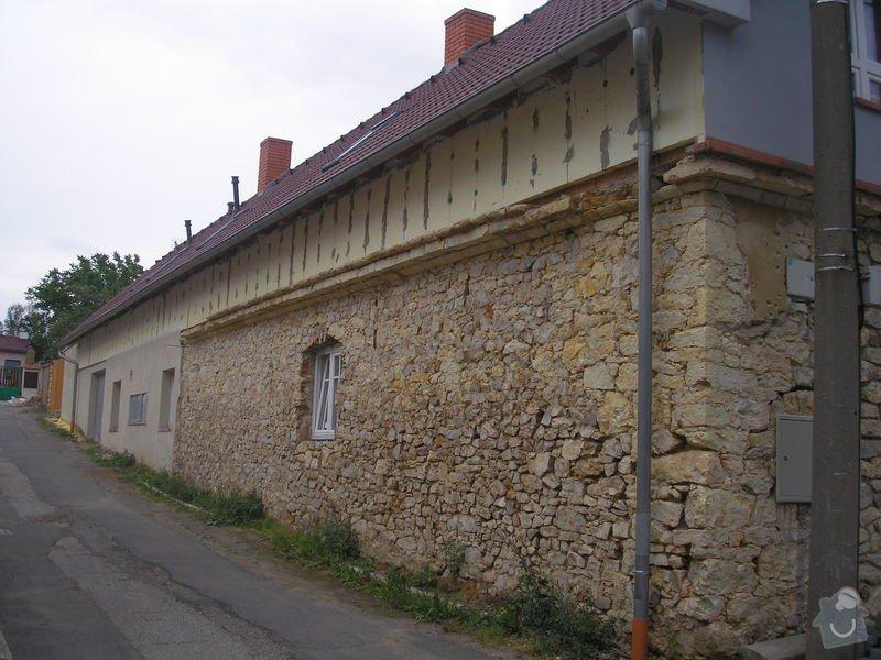 Odvodnění kamenného domu u základů, podbití střechy, dokončení fasády: P7290850