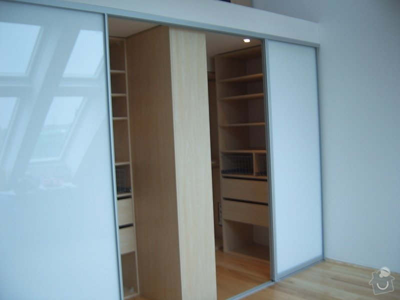 Návrh a realizace šatny v půdnim bytě: SV500010