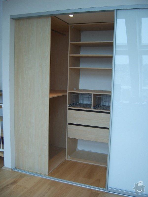 Návrh a realizace šatny v půdnim bytě: SV500012