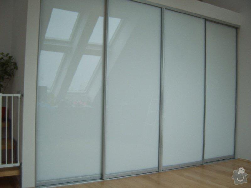 Návrh a realizace šatny v půdnim bytě: SV500013