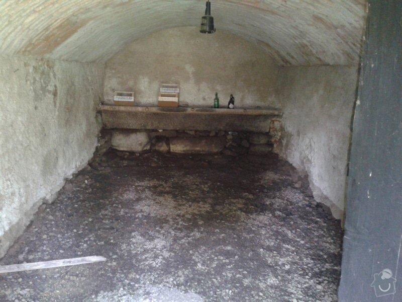 Vyčištění kamenných zárubní a žulového koryta: 2013-07-18_13.35.32
