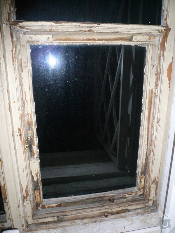 Natření/napuštění bezbarvým Luxolem, oprava a kytování  8mi dřevěných venkovních oken: okno_17-pohled_na_vnitrni_stranu-detail