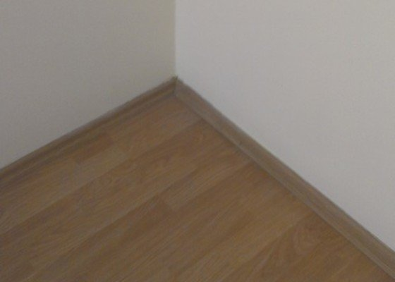 SPECHA! Sadrokarton, polepeni skrine folii, vymena zasuvek, instalace novych podlahovych list