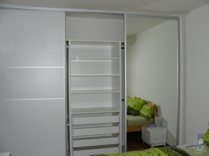 Šatní skříň: P1060022