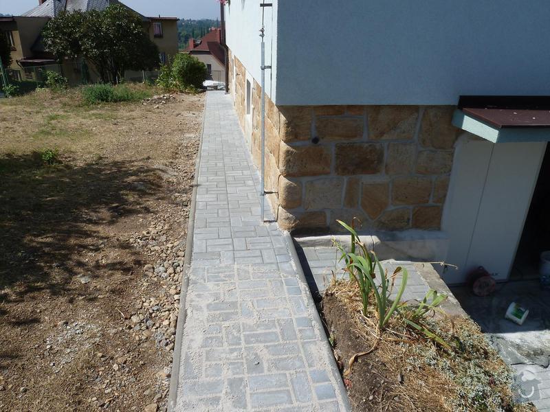 Renovace pískovcového soklu u rodinného domu: Hluboka