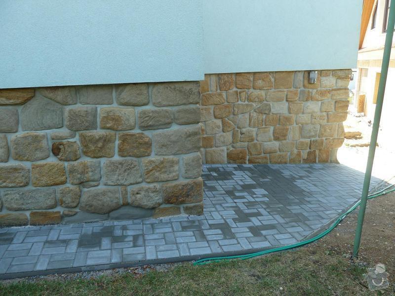 Renovace pískovcového soklu u rodinného domu: Hluboka4