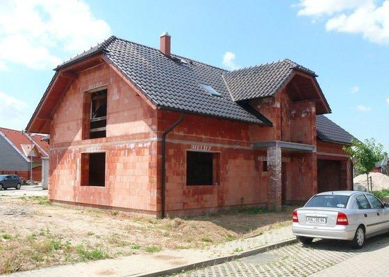 Základová deska, hrubá stavba a střecha RD