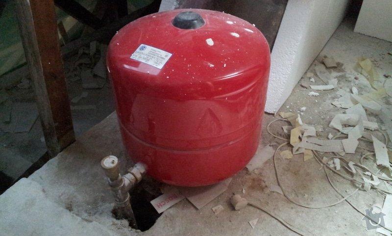 Přemístění expanzní nádoby ústředního topení: 20130827_135825