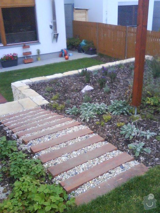 Dřevěné schody a palisády na zahradu: schody_v_zahrade