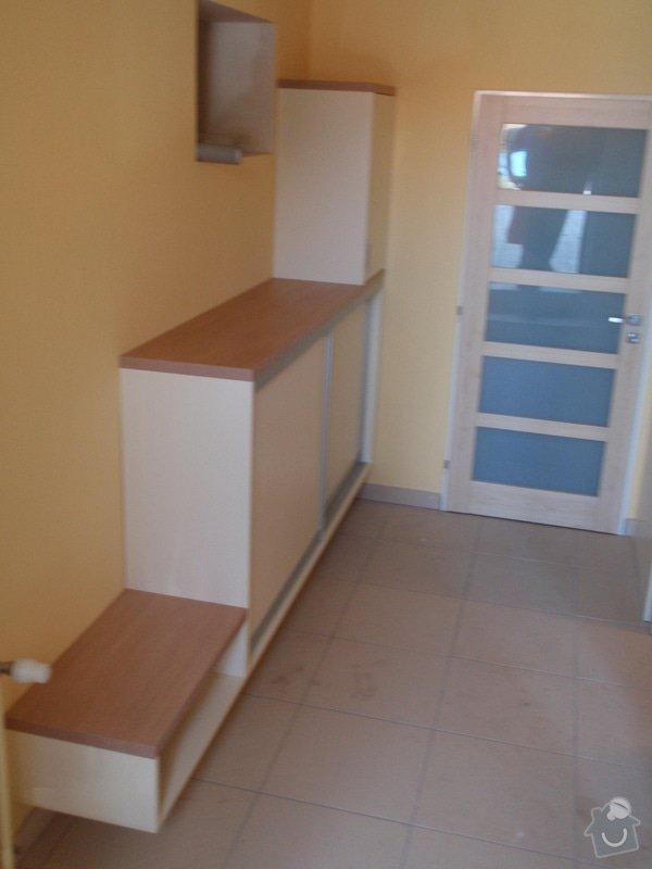 Předělovací příčka + úložné prostory : 207