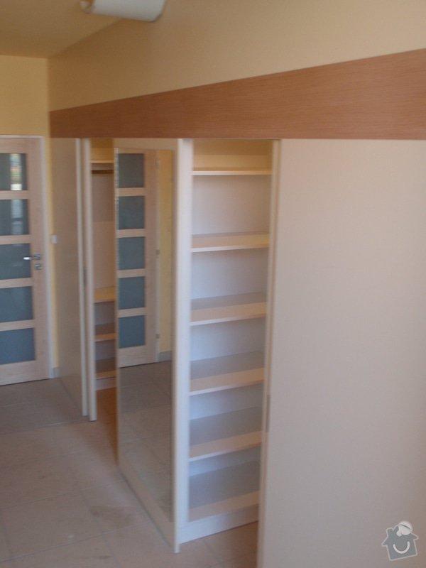 Předělovací příčka + úložné prostory : 208