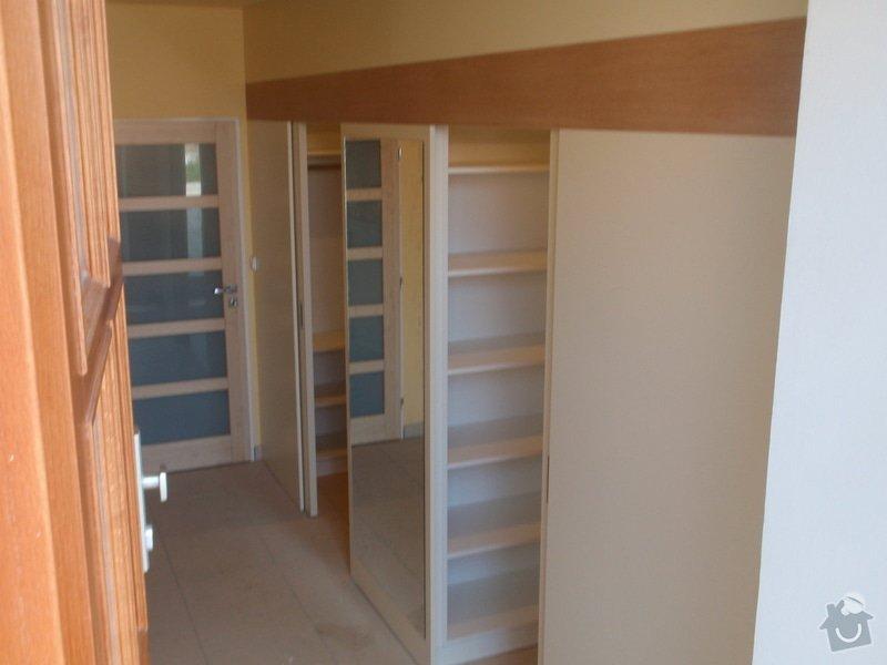 Předělovací příčka + úložné prostory : 210