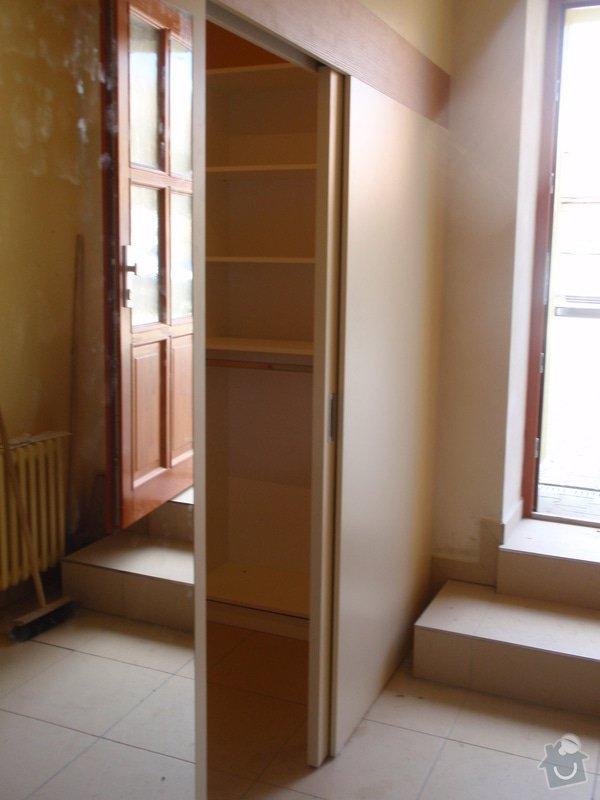 Předělovací příčka + úložné prostory : 212