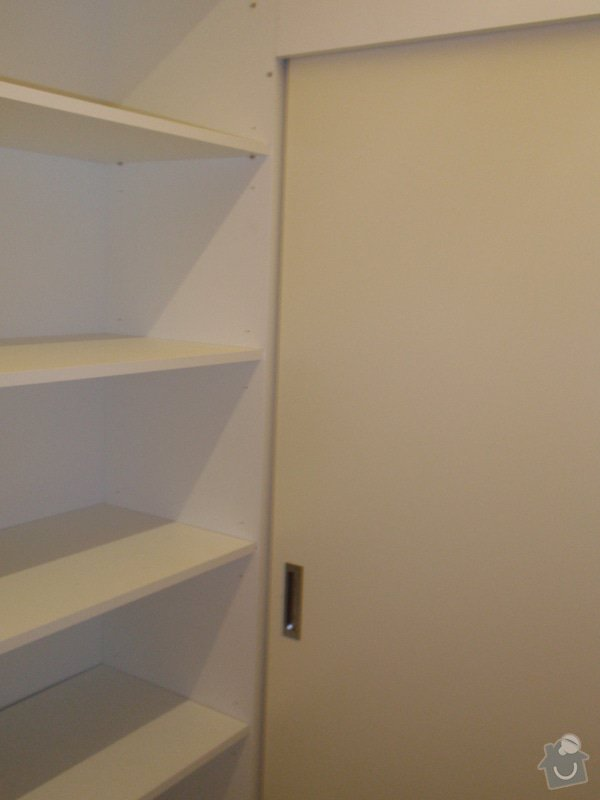 Předělovací příčka + úložné prostory : 219