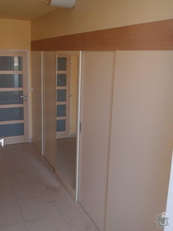 Předělovací příčka + úložné prostory : 220