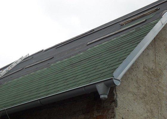 Pokrytí  1/2 střechy kanadskou šindelí