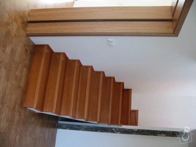 Renovace nátěru schodů v interiéru: 127-2776_IMG