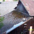 Pokryti strechy dvou sophospodarskych budov bonskym sindelem  100 5263