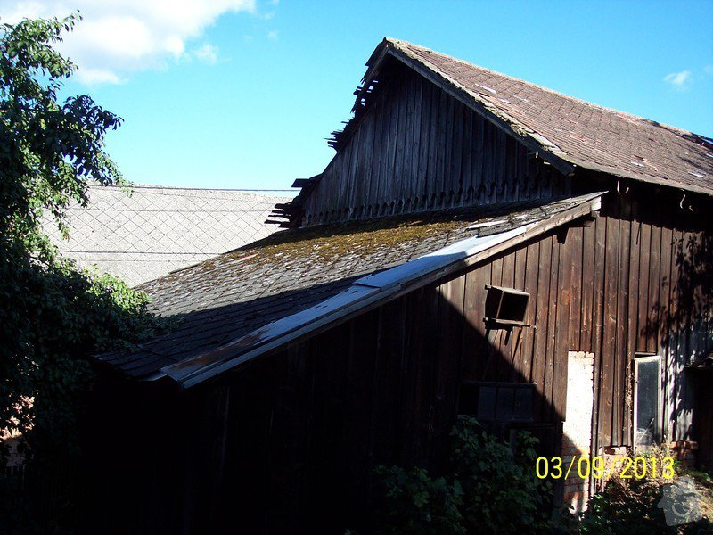 Pokrytí střechy dvou šophospodářských budov bonským šindelem 140m2: 100_5264