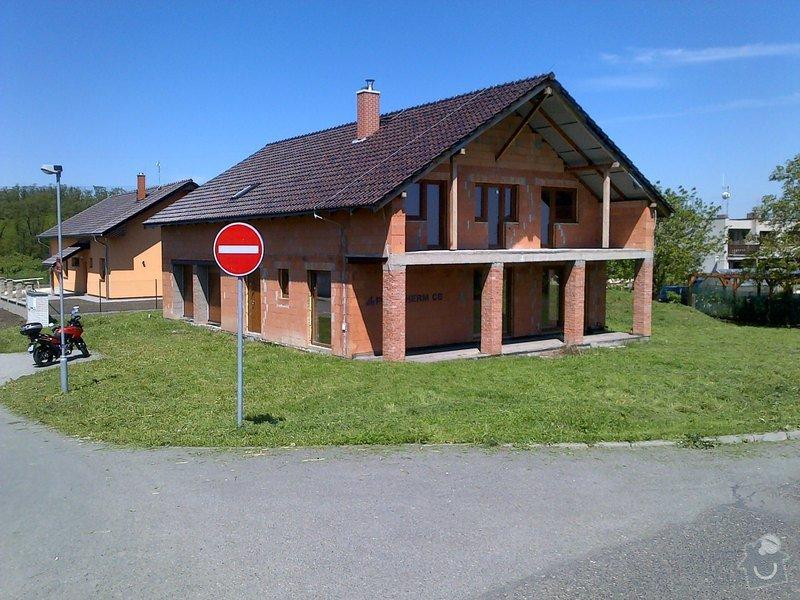 Dokončení střechy a štítů rod.domu ve fázi hrubé stavby: Odolena_Voda-20130519-00142