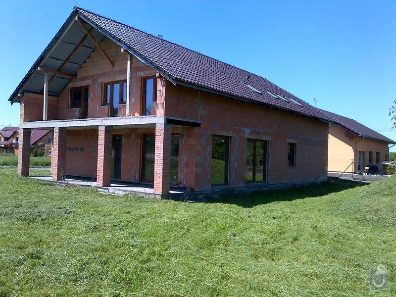 Dokončení střechy a štítů rod.domu ve fázi hrubé stavby: Odolena_Voda-20130519-00147