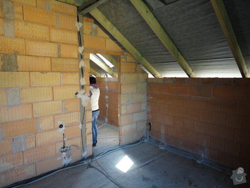 Dokončení střechy a štítů rod.domu ve fázi hrubé stavby: DSC02782