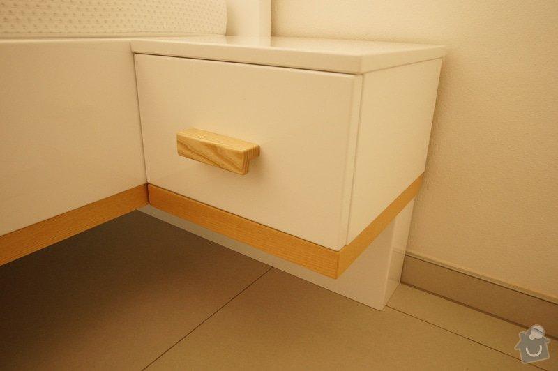 Ložnice a jídelní stůl: DSC05855
