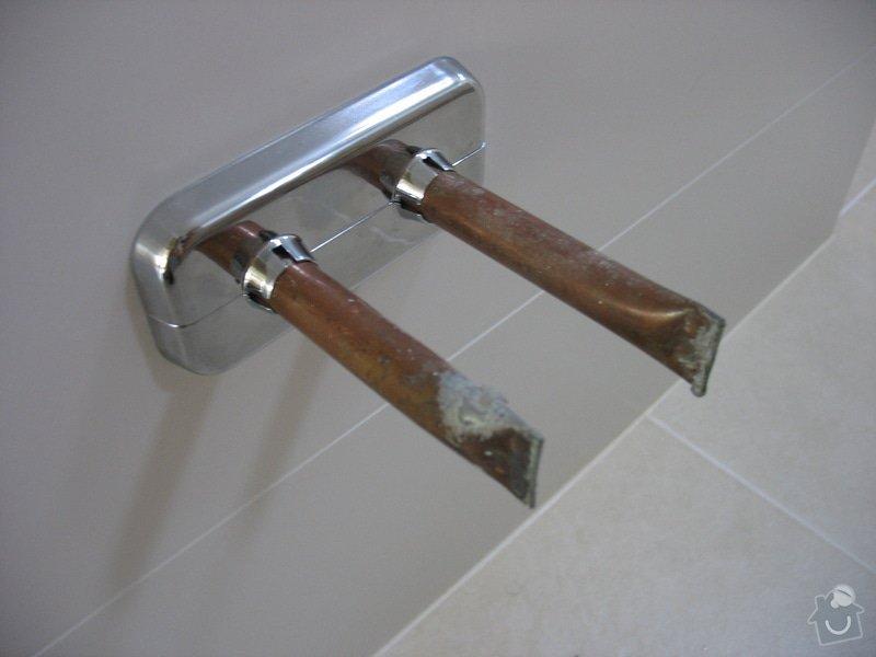 Poptávám připojení topného žebříku v koupelně: IMG_8885