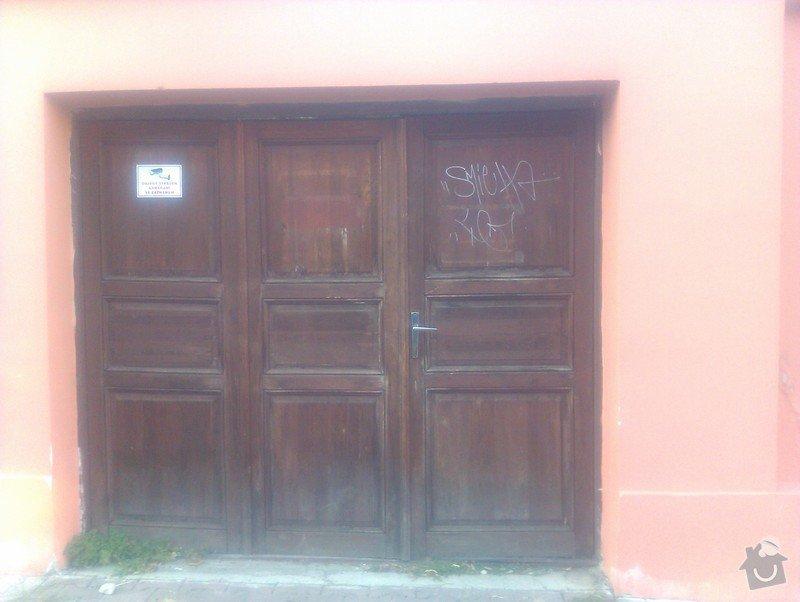 Repase dřevěných vrat: vrata_z_ulice_1