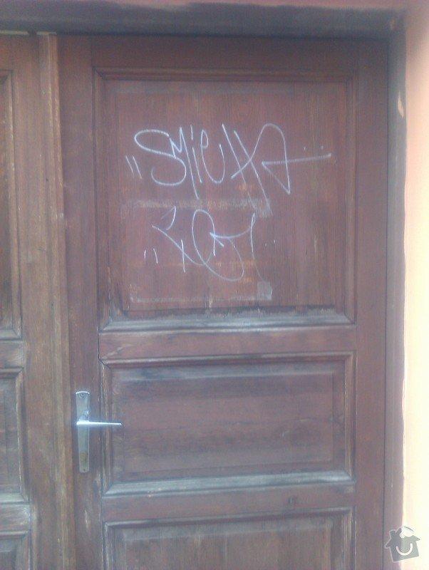Repase dřevěných vrat: vrata_z_ulice_detail