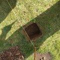 Podlazka a ukotveni pro zahradni domek pracovni 073