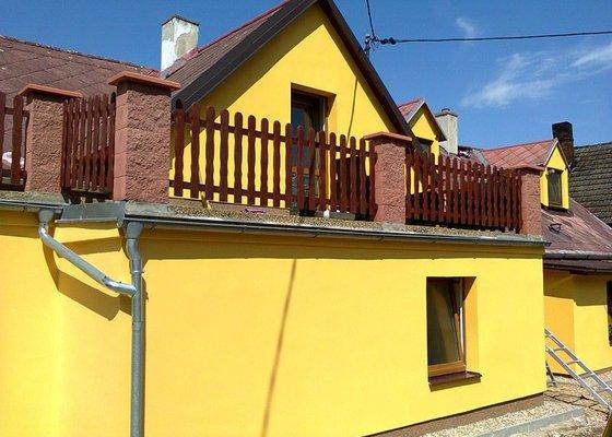 Zateplení fasády domu, nahození omítky atd.