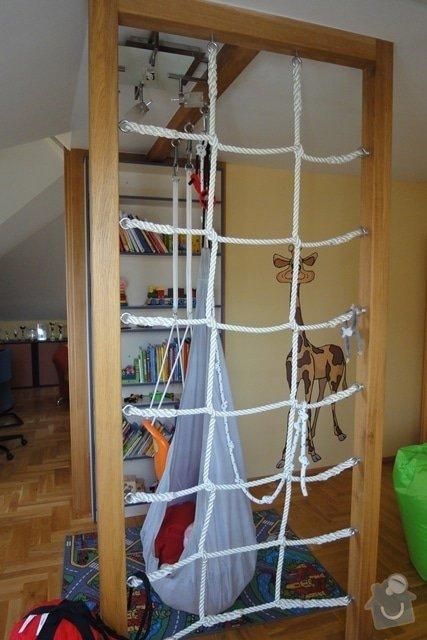 Nábytek do dětského pokoje: hrazda_knihovna_a