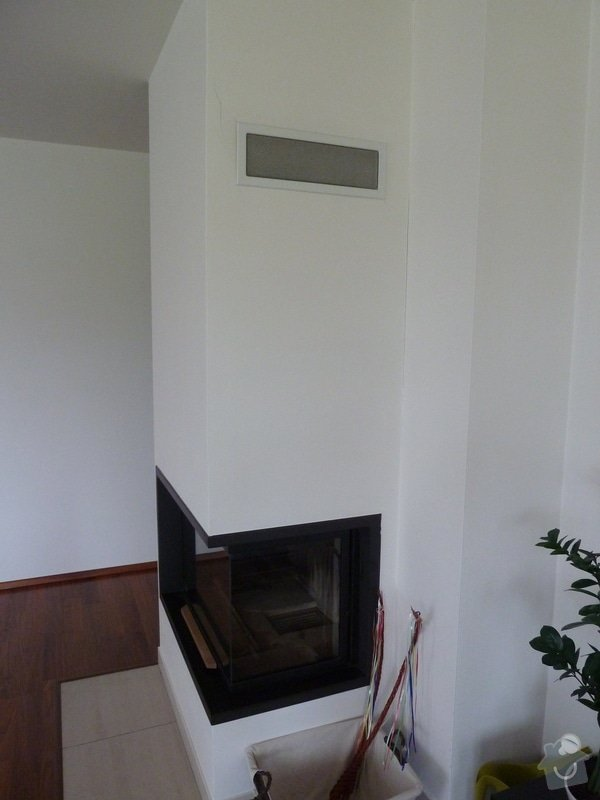Obložení krbu a stěny u schodiště kamennými pásky: P1020016