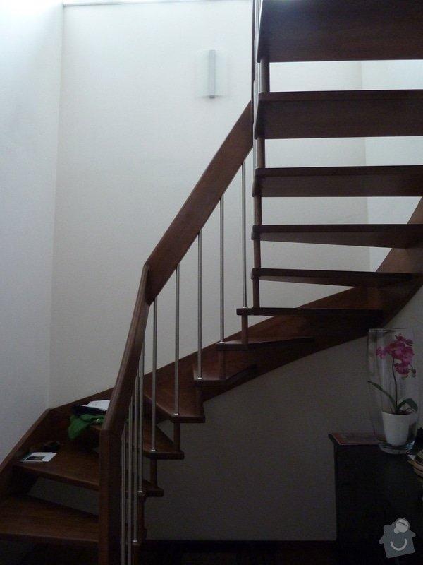 Obložení krbu a stěny u schodiště kamennými pásky: P1020017