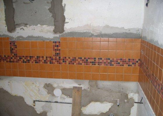 Obložení koupely, WC, prostoru mezi kuchyňskou linkou