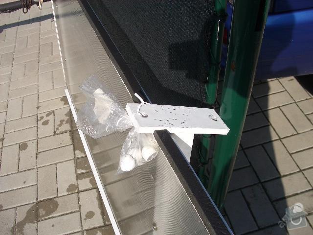 Montáž stříšky nad vchodové dveře: 3496682153_1