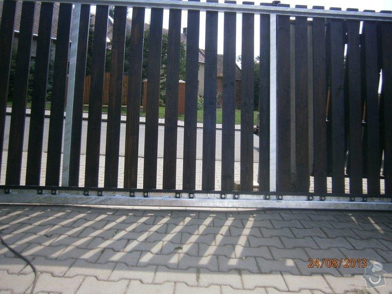 Posuvná brána s pohonem: P8241466