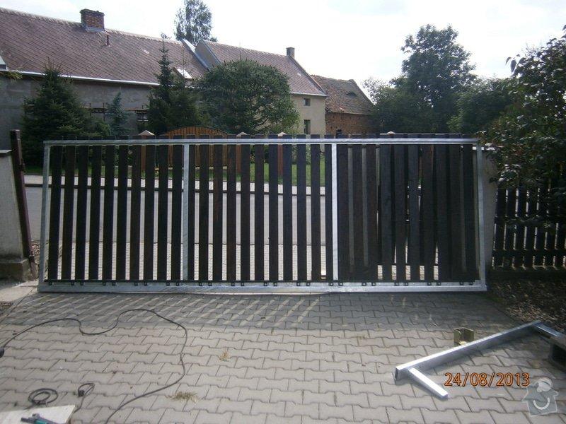 Posuvná brána s pohonem: P8241468