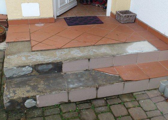 Renovace venkovní dlažby vstupu do domu (3m2, 2schody)