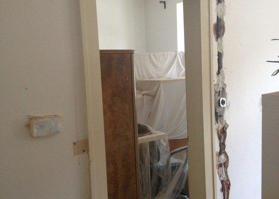 Rekonstrukce koupelny a toalety v bytě 2+1