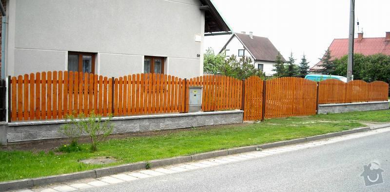 Stavba plotu ve stylu uvedeného v grafické příloze: plot