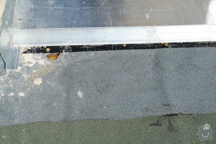 Oprava střechy dvojgaráže cca 48 m2: IMG_9520_zvlneni_posl.pasu_holy_asfalt_k_atice