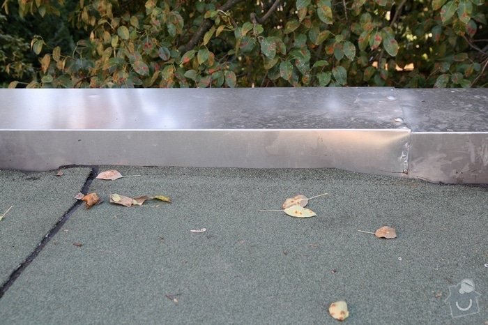 Oprava střechy dvojgaráže cca 48 m2: IMG_9553_ukonceni_pasu_k_atice