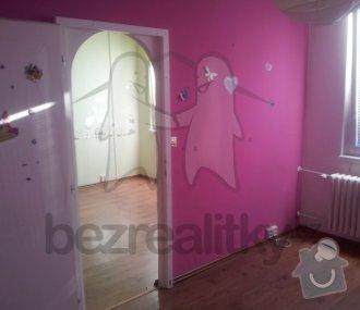 Přesunutí dveří v příčce, panelový byt: pokoj