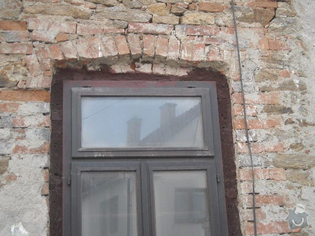 Obložení, omítnutí starého kameného domu: detail_klenby_nad_okny