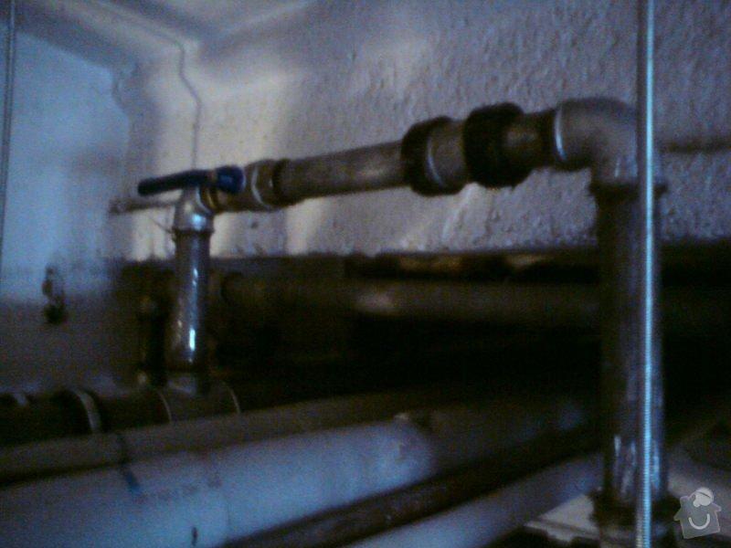 Přeložení horkovodu a vodovodu v bytovém domě: DSC08308